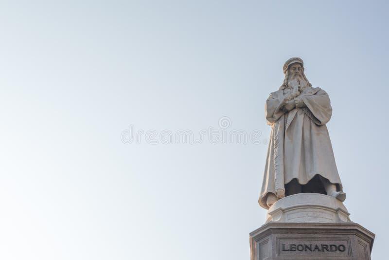 Estatua de Leonardo Da Vinci imagen de archivo