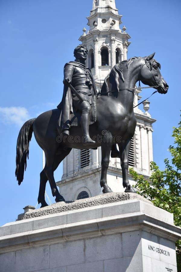 Estatua de Londres Trafalgar Square George IV en Inglaterra BRIT?NICA imagen de archivo