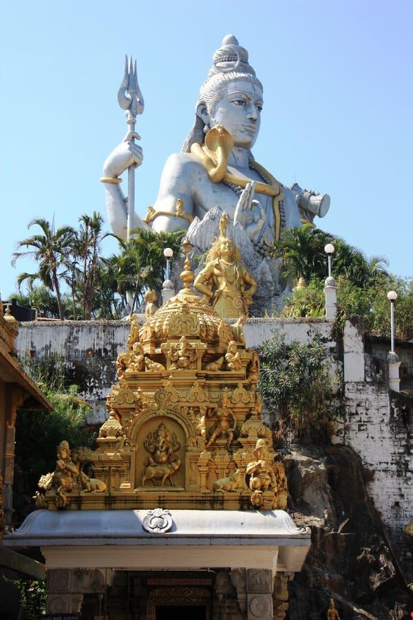 Estatua de Lord Shiva que se sienta en una colina en la ciudad de Gokarna foto de archivo libre de regalías
