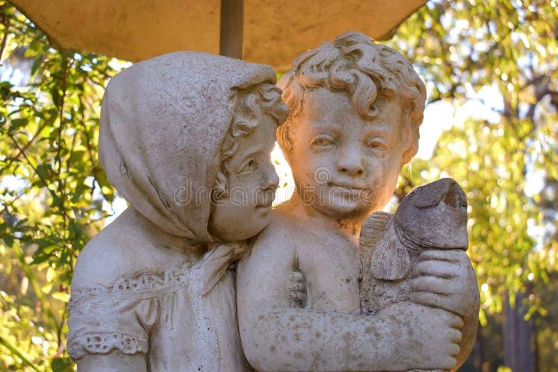 Estatua de los pares fotografía de archivo libre de regalías