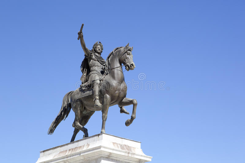 Estatua de Louis XIV imagenes de archivo