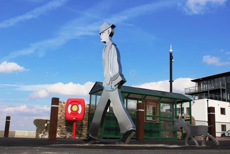 Estatua de Lowry por el resbalón del transbordador, extremo de Knott, Lancashire imagenes de archivo