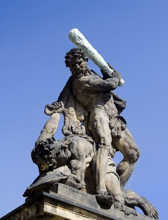 Estatua de lucha del titán imágenes de archivo libres de regalías