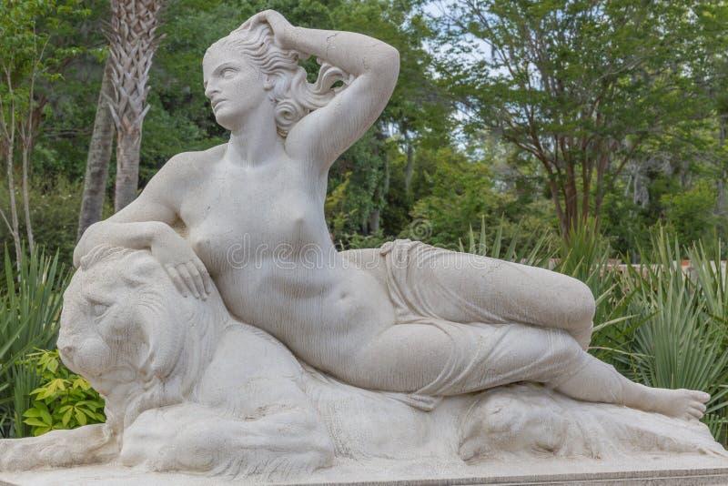 Estatua de mármol de Nereida fotos de archivo