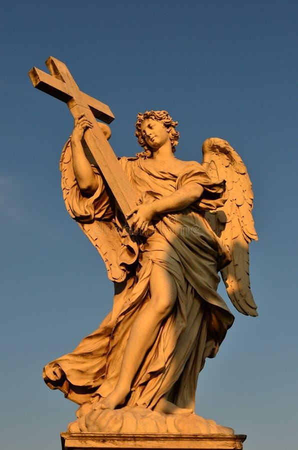 Estatua de mármol del ángel, castillo de Sant'Angelo, Roma imagenes de archivo