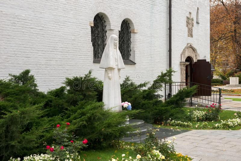 Estatua de mármol del fundador del convento de Marfo-Mariinsky de la misericordia de grande duquesa Elizabeth Romanova foto de archivo