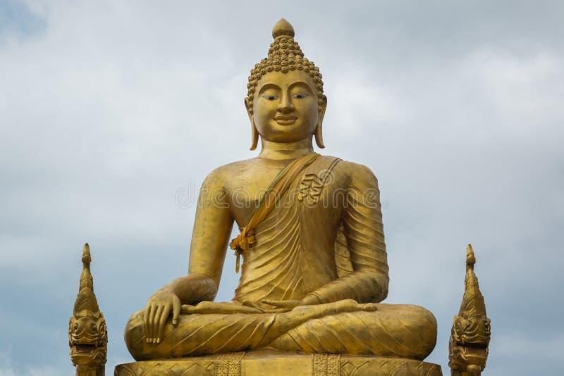 Estatua de mármol grande de Buda en la isla de Phuket imágenes de archivo libres de regalías