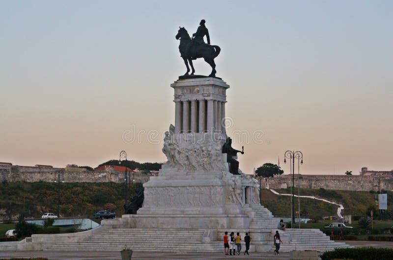 Estatua de Máximo Gómez en los parques de los mártires fotos de archivo