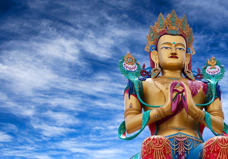 Estatua de Maitreya Buda cerca del monasterio de Diskit en el valle de Nubra, foto de archivo libre de regalías