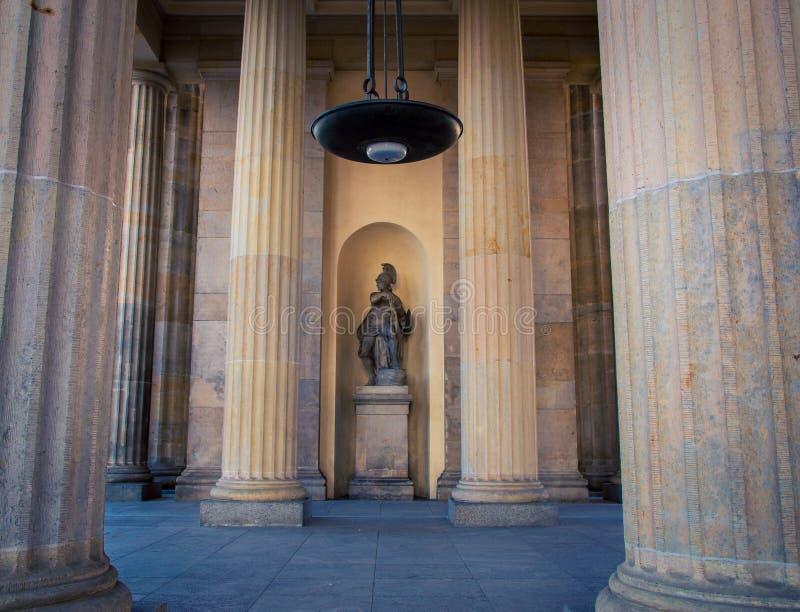 Estatua de Minerva, puerta de Brandeburgo imagen de archivo libre de regalías