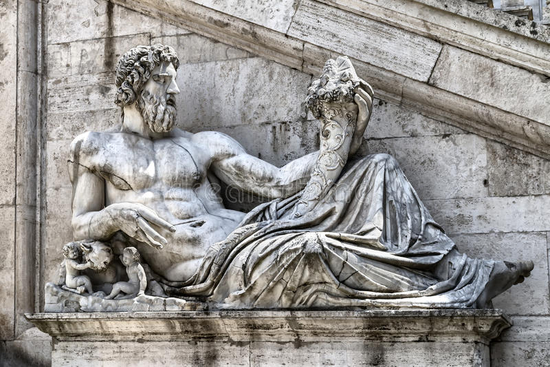 Estatua de Neptuno imagen de archivo