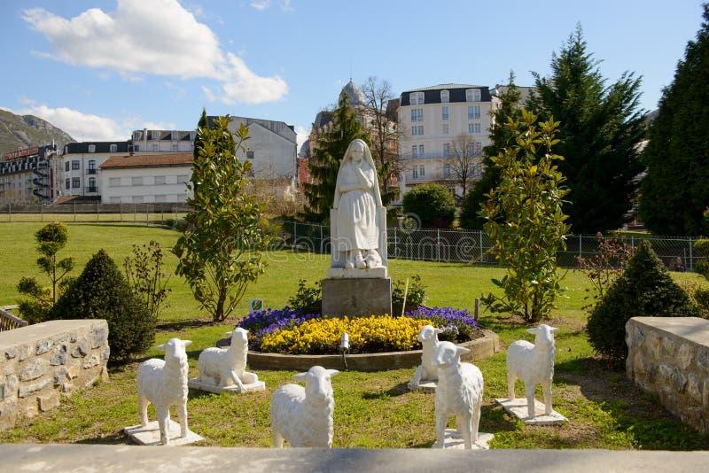 Estatua de nuestra señora de Lourdes imagen de archivo libre de regalías
