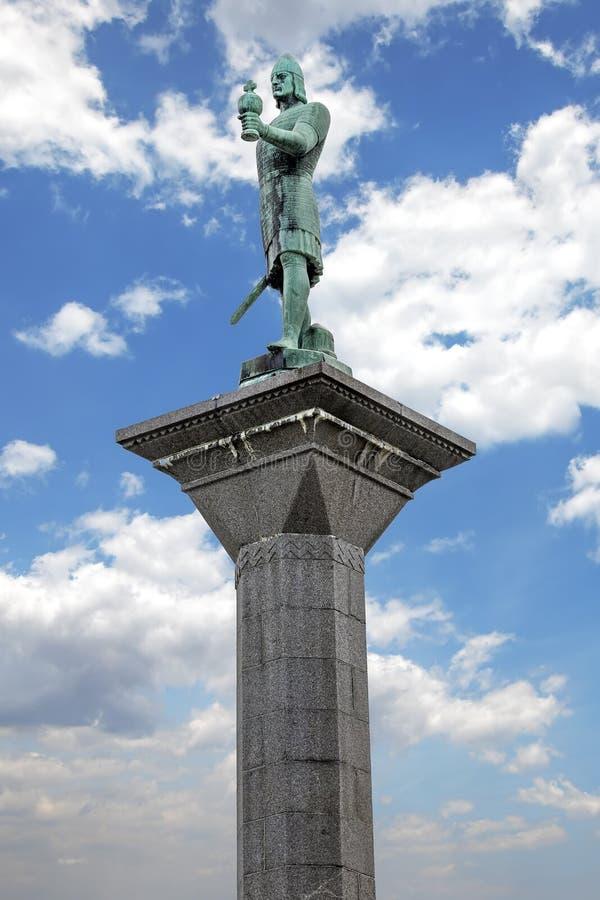Estatua de Olav Tryggvason en el centro de Strondheim, Noruega foto de archivo libre de regalías