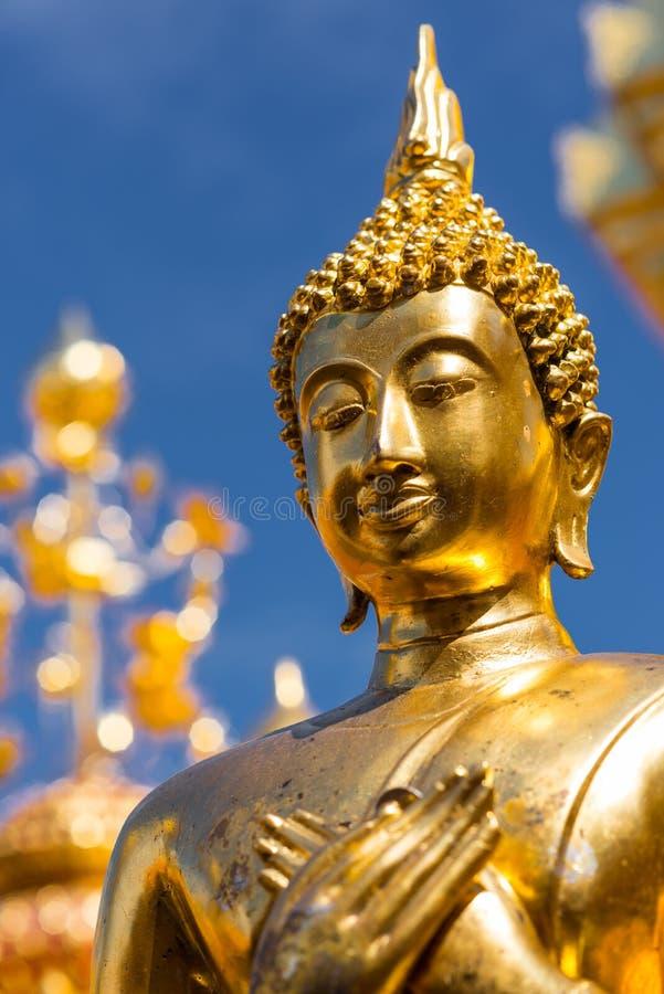 Estatua de oro de Buda foto de archivo libre de regalías