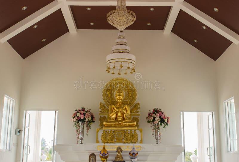 Download Estatua De Oro De Buda En La Iglesia Blanca Imagen de archivo - Imagen de oriental, escultura: 42431285