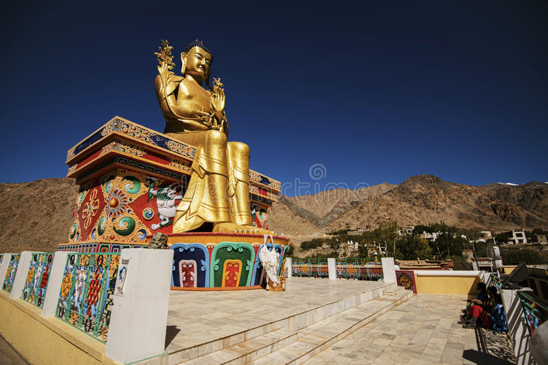 Estatua de oro de Maitreya Buda en el monasterio de Likir foto de archivo libre de regalías