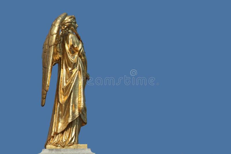 Estatua de oro del ángel fotografía de archivo libre de regalías
