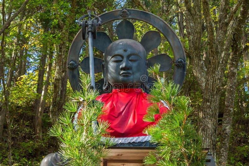 Estatua de Otake Jizo delante del templo de Nyonindo en Koyasan, Wakayama fotografía de archivo libre de regalías