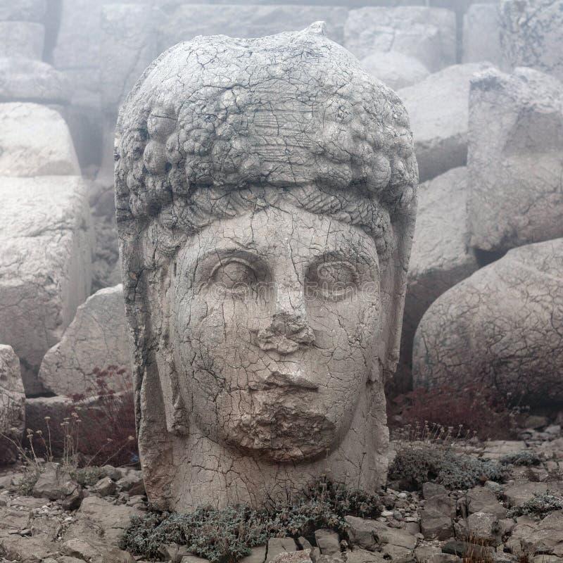 Estatua de piedra antigua en el top del soporte de Nemrut, Turquía imagenes de archivo