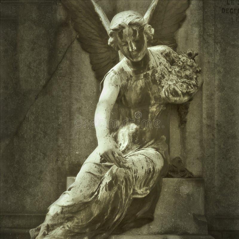Estatua de piedra del ángel imagenes de archivo