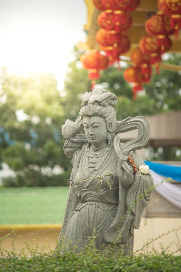 Estatua de piedra del yin o de Kuan im de Guan fotografía de archivo