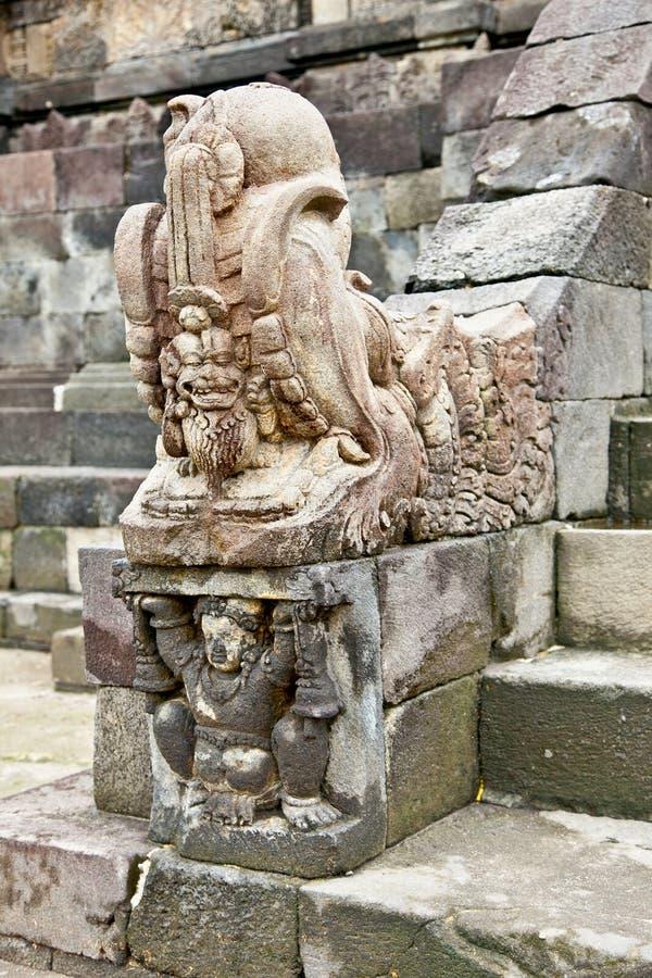 Estatua de piedra en el templo hindú subterráneo de Candi Sambisari, Java, fotos de archivo