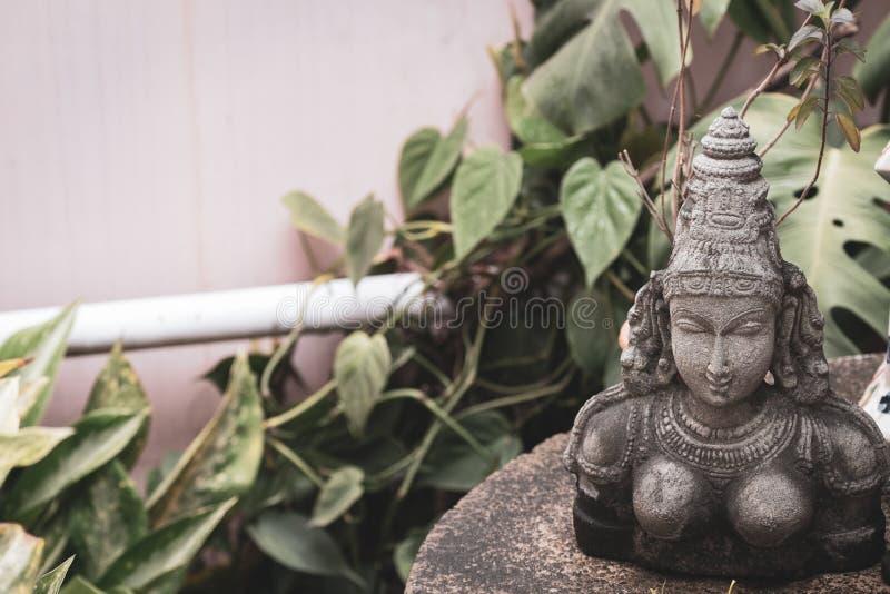 Estatua de piedra de la diosa hindú con el espacio para la copia imagenes de archivo