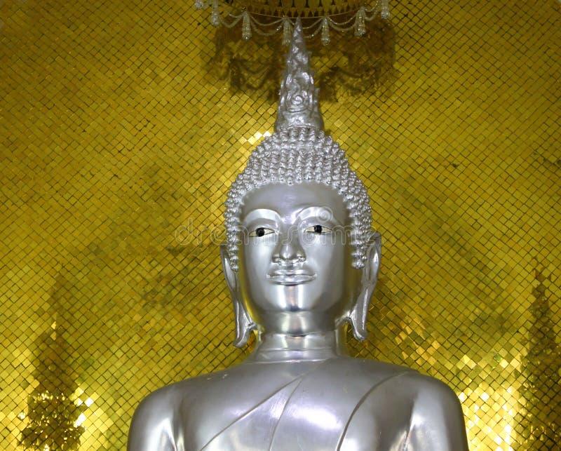Estatua de plata de Buda foto de archivo