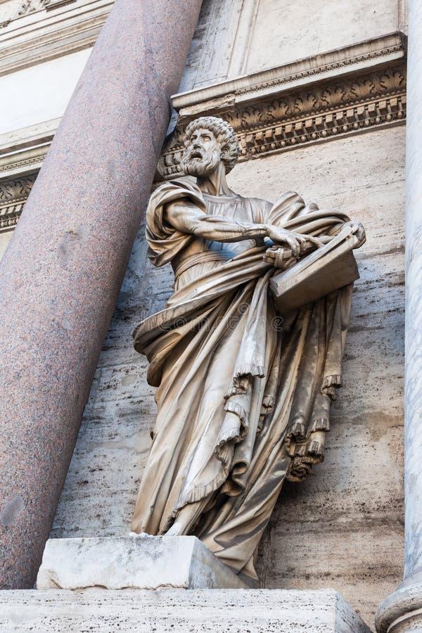 Estatua de Porta del Popolo en la ciudad de Roma imagen de archivo libre de regalías