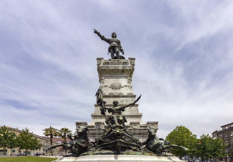 Estatua de príncipe Henry en el navegador Monument en cuadrado del jardín imagenes de archivo