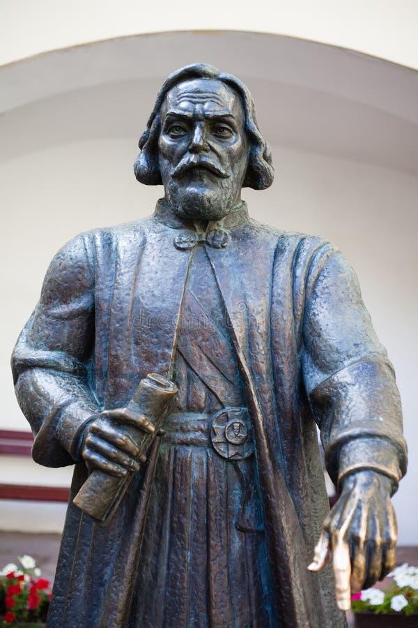 Estatua de príncipe Podolsky Fedir Koryatovych 1331-1414 en el castillo Palanok, Mukacheve, Ucrania fotos de archivo