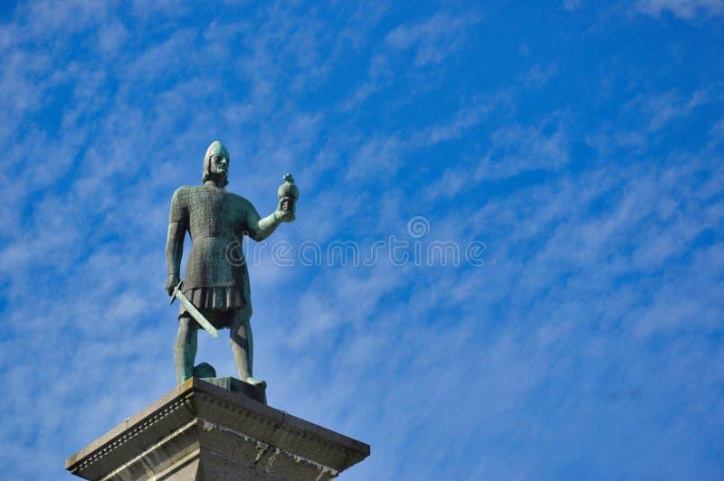 Estatua de rey Olav en Strondheim, Noruega imagenes de archivo