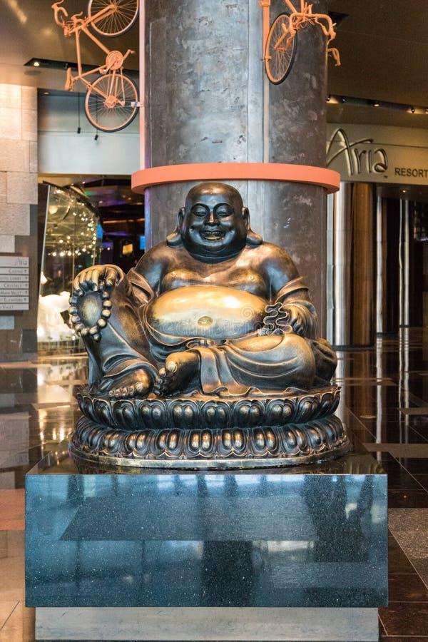 Estatua de risa de Buda en Aria Hotel y casino en Las Vegas, Nevada, los E.E.U.U. fotos de archivo
