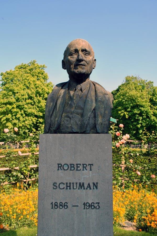 Estatua de Robert Schuman imagenes de archivo