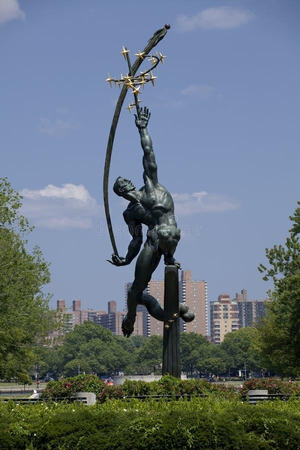 Estatua de Rocket Thrower en Flushing Meadows Corona Park, Queens fotos de archivo libres de regalías