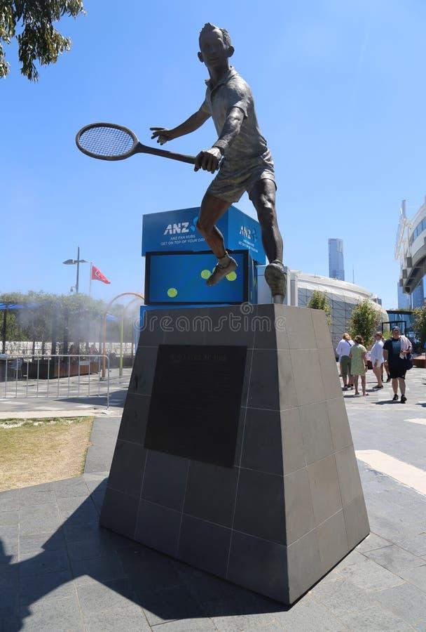 Estatua de Rod Laver delante de la arena de Rod Laver en el centro australiano del tenis en el parque de Melbourne imágenes de archivo libres de regalías