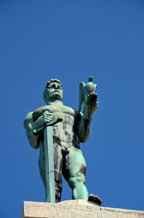 Estatua de s Pobednik del ‡ del troviÄ del ¡de Ivan MeÅ 'del vencedor en el área Serbia de la fortaleza de Belgrado foto de archivo