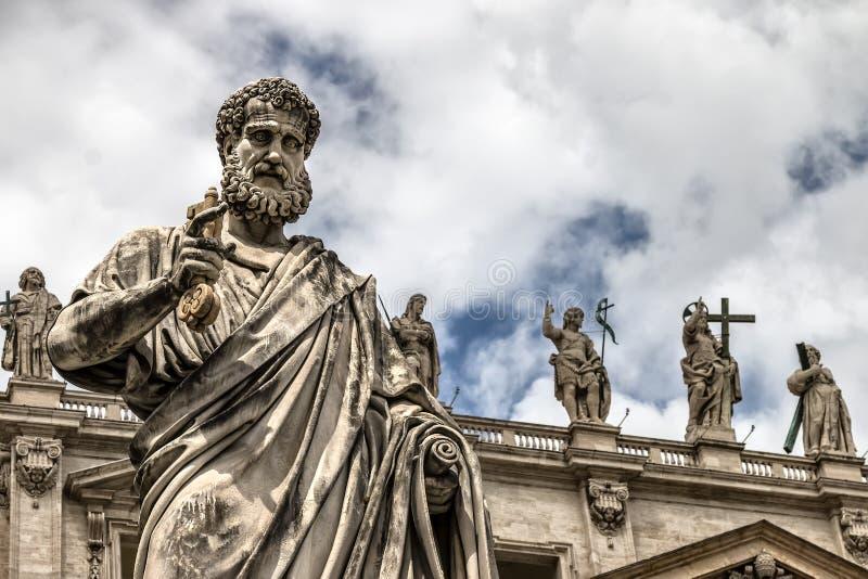Download Estatua de San Pedro foto de archivo. Imagen de italia - 42438900