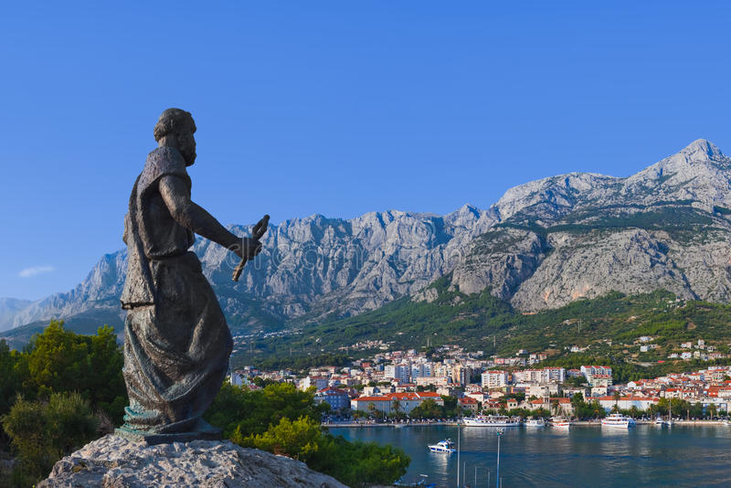 Estatua de San Pedro en Makarska, Croatia fotos de archivo libres de regalías