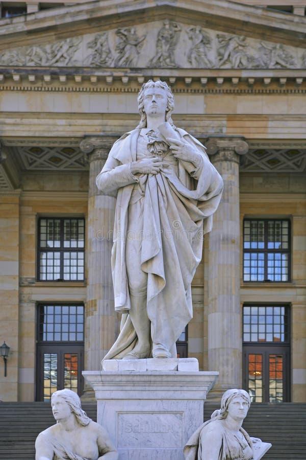 Estatua de Schiller en el cuadrado de Gendarmenmarkt, Berlín, Alemania foto de archivo libre de regalías
