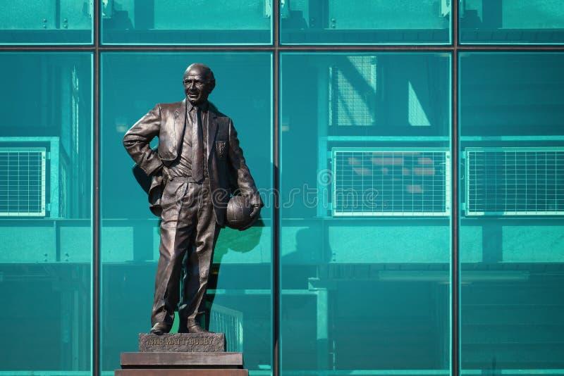 Estatua de Sir Matt Busby Bronze en el estadio viejo de Trafford en Manchester, Reino Unido fotografía de archivo libre de regalías