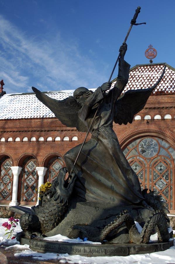 Estatua de St Micahel fotos de archivo