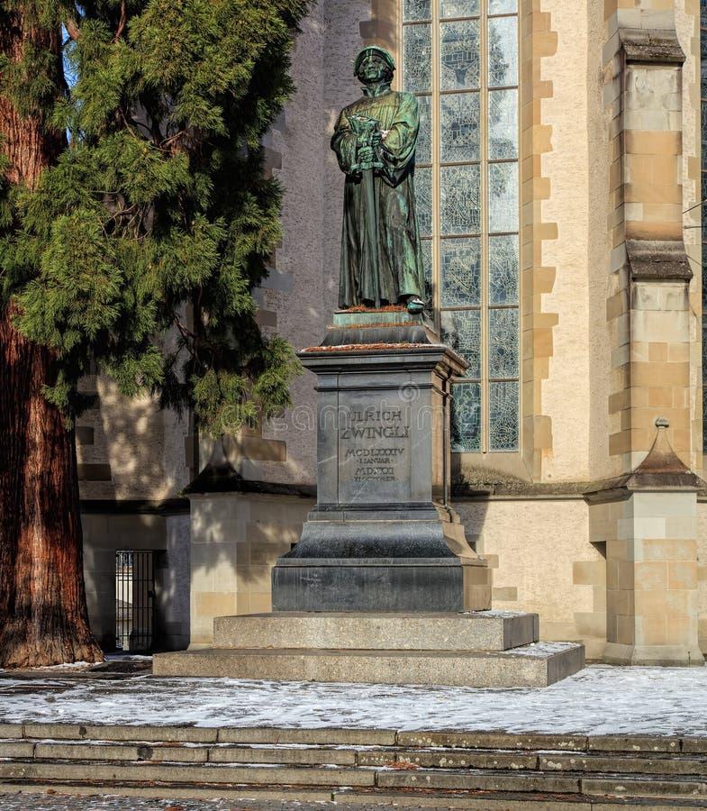Estatua de Ulrich Zwingli en la iglesia del agua en Zurich imagen de archivo libre de regalías