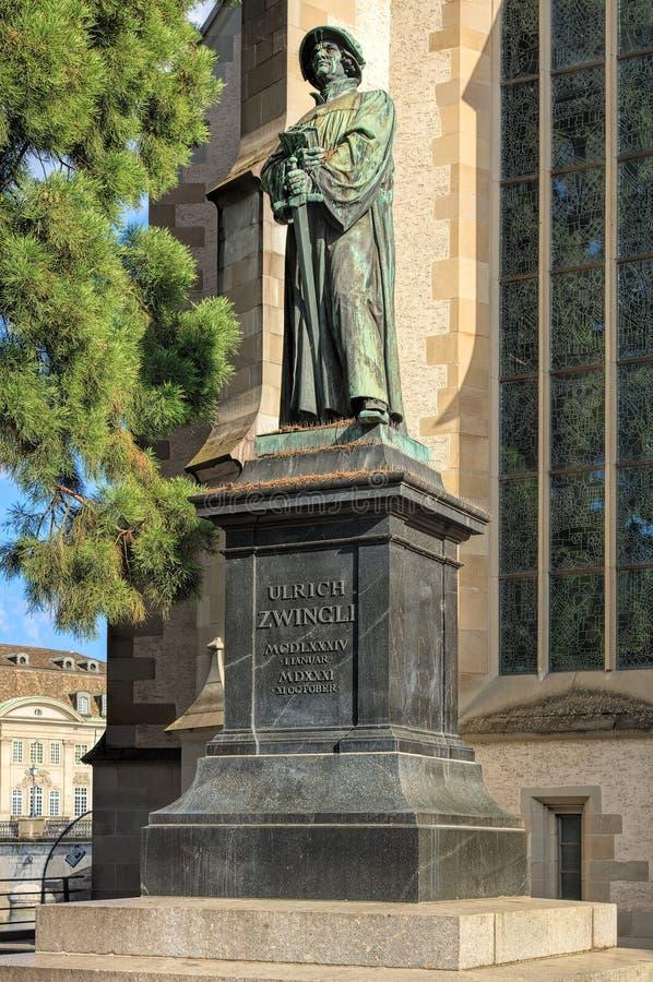 Estatua de Ulrich Zwingli en la iglesia del agua en Zurich, Switzerl fotos de archivo libres de regalías