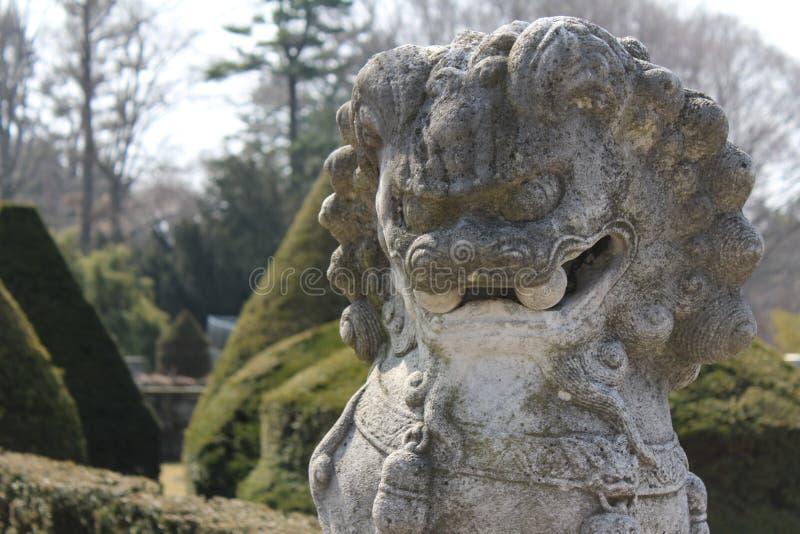 Estatua de un dragón chino fotos de archivo