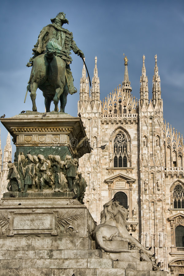 Estatua de Vittorio Manuel II imagenes de archivo