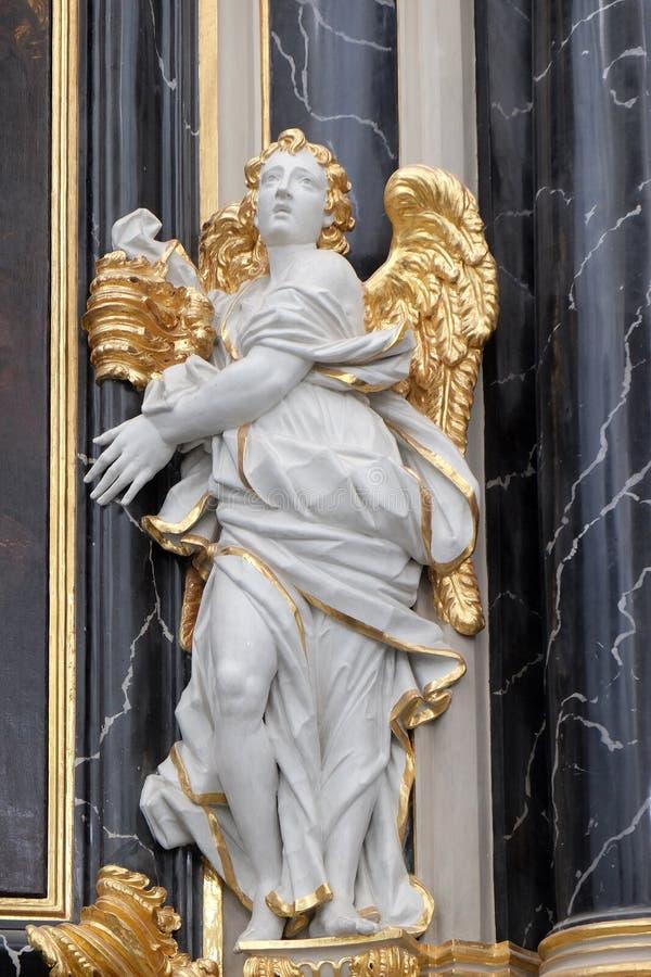 Estatua del ángel en el altar de Dean's en la catedral de Wurzburg fotografía de archivo libre de regalías