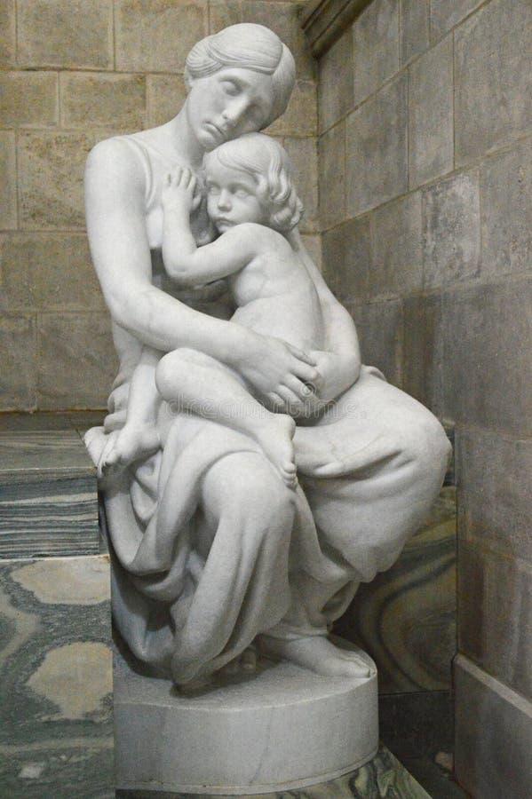 Estatua del amor en la catedral de Roskilde imagen de archivo libre de regalías