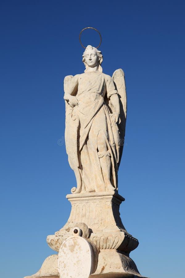 Estatua del arcángel de San Rafael fotos de archivo libres de regalías