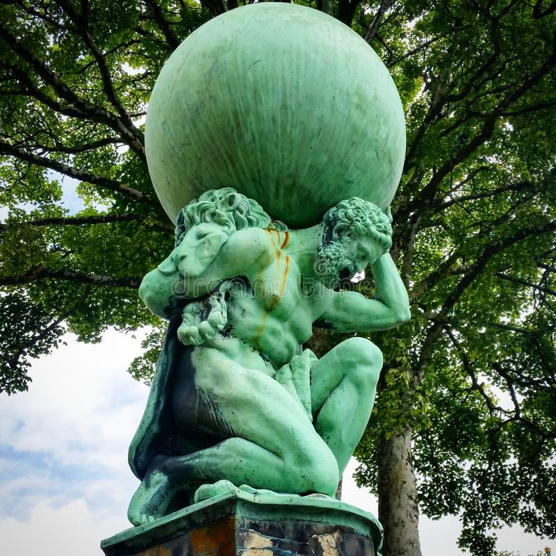 Estatua del atlas de Portmeirion imagen de archivo
